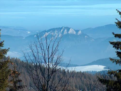 The <a href=&quot;http://www.summitpost.org/area/range/392605/pieniny.html&quot;>Pieniny</a> from Bukovina, in Spišská Magura