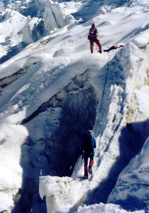Fixing ropes in the Icefall below C1