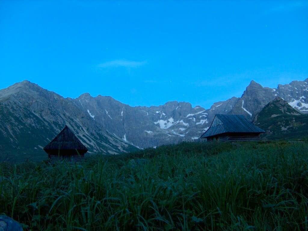 Dolina Gąsienicowa (Polish Tatras) by night. Made with long exposure.