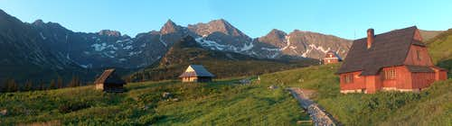 Schronisko <a href= http://www.pza.org.pl/szkolenie/index.acs?id=308004 >Betlejemka</a> in Dolina G&#261;sienicowa (Polish Tatras), in the sunrise