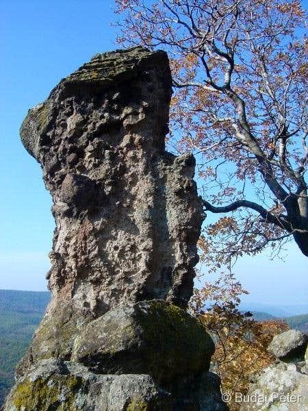 A smaller volcanic pillar at Vadálló-kövek