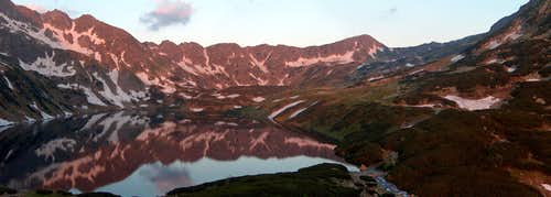Sunrise in the Valley of the Five Lakes, from the <a href= http://www.piecstawow.pl/ >hut</a>
