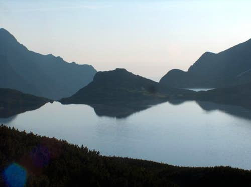 Sunrise in the Valley of the Five Lakes, leaving the <a href=