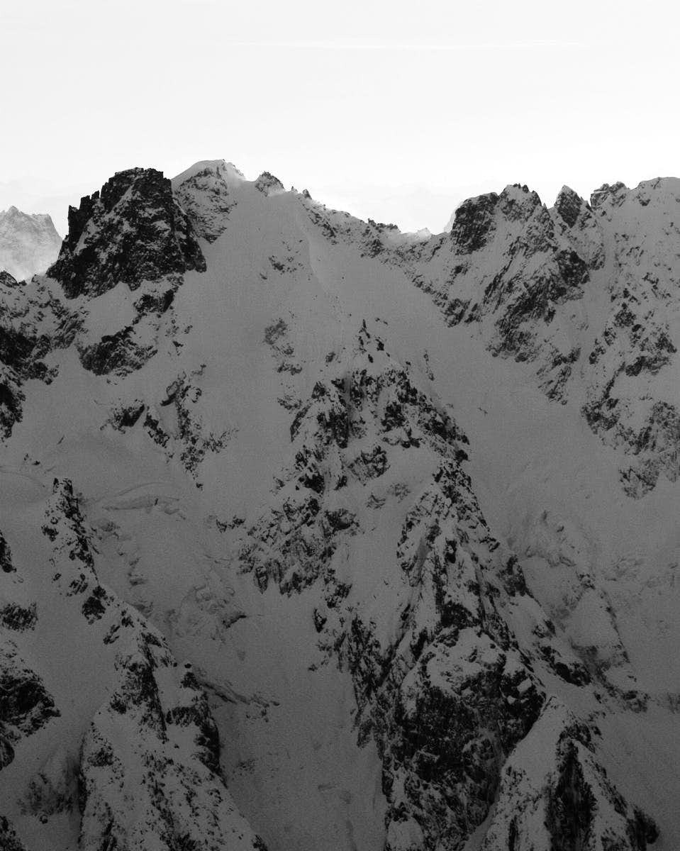 Winter conditions on the North Buttress of Fury (aerial photography)