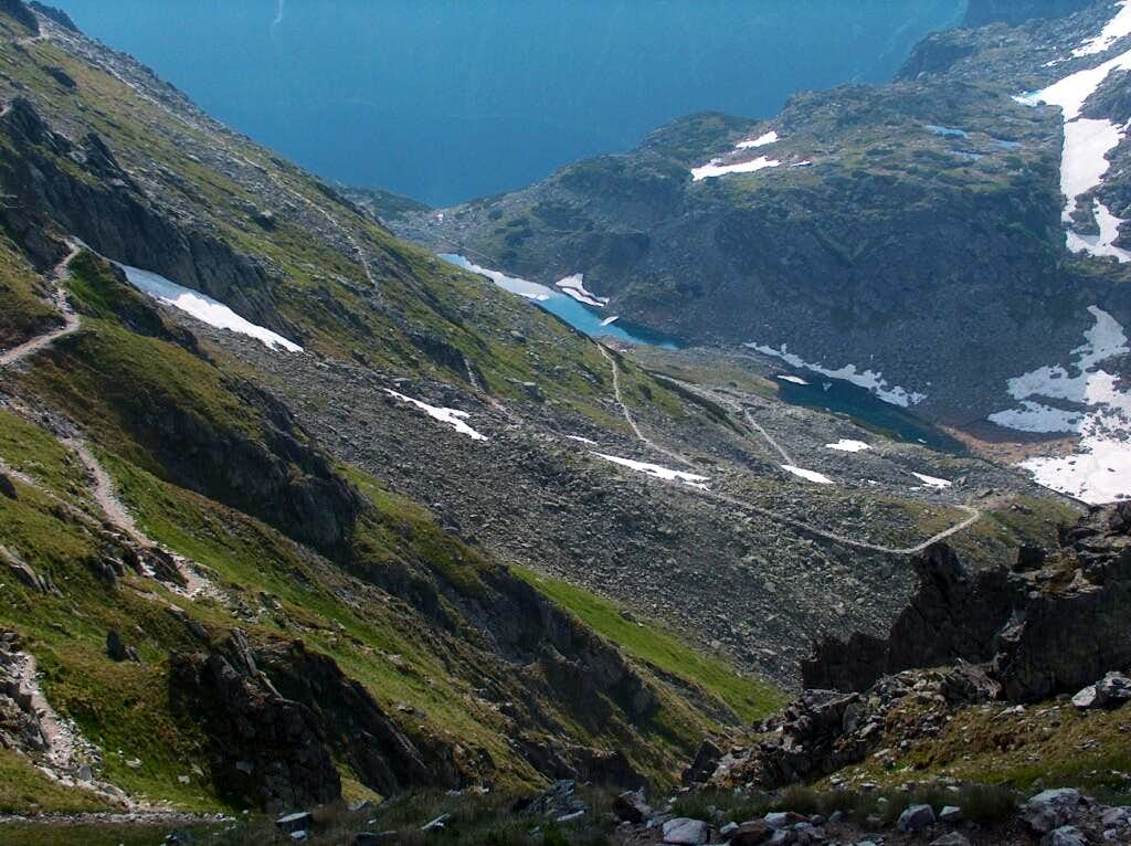 Going down from Szpiglasowy Wierch, looking down to the lake Staw Staszica
