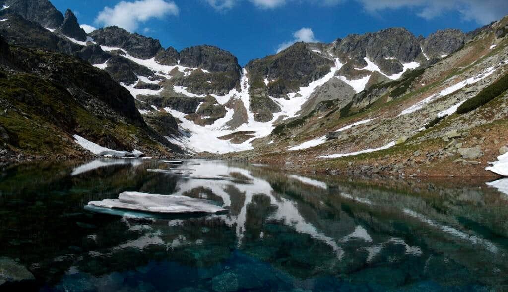 Lake Staw Staszica in Dolina Mnicha, and pass Wrota Chałubińskiego