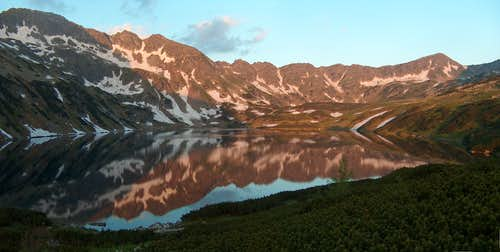 Sunrise in the Valley of the Five Lakes, from the <a href=&quot;http://www.piecstawow.pl/&quot;>hut</a>