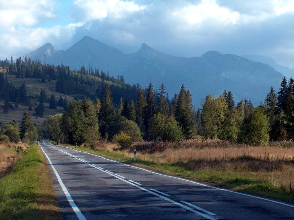 The White Tatras from the road between Jurgów and Podspady