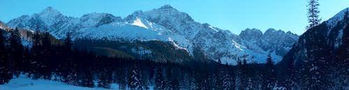 The valley Javorová Dolina in winter ; panorama towards Ľadový štít