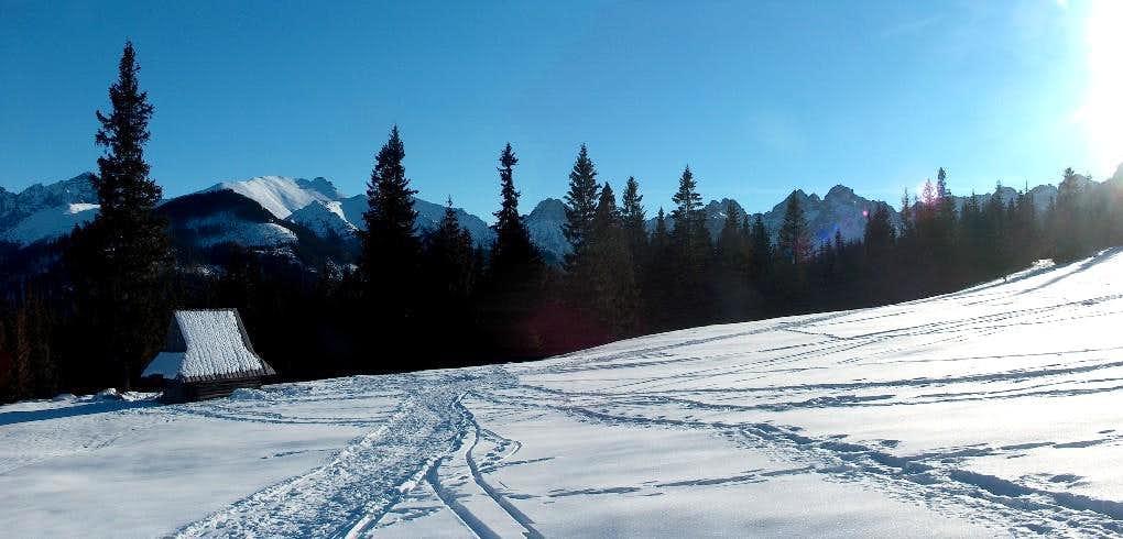 Sherperd hut in Rusinowa Polana, the highest peaks of the High Tatras behind