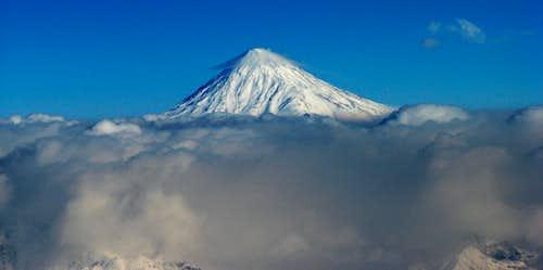 تصویر دماوند از فراز قله توچال زمستان 1387