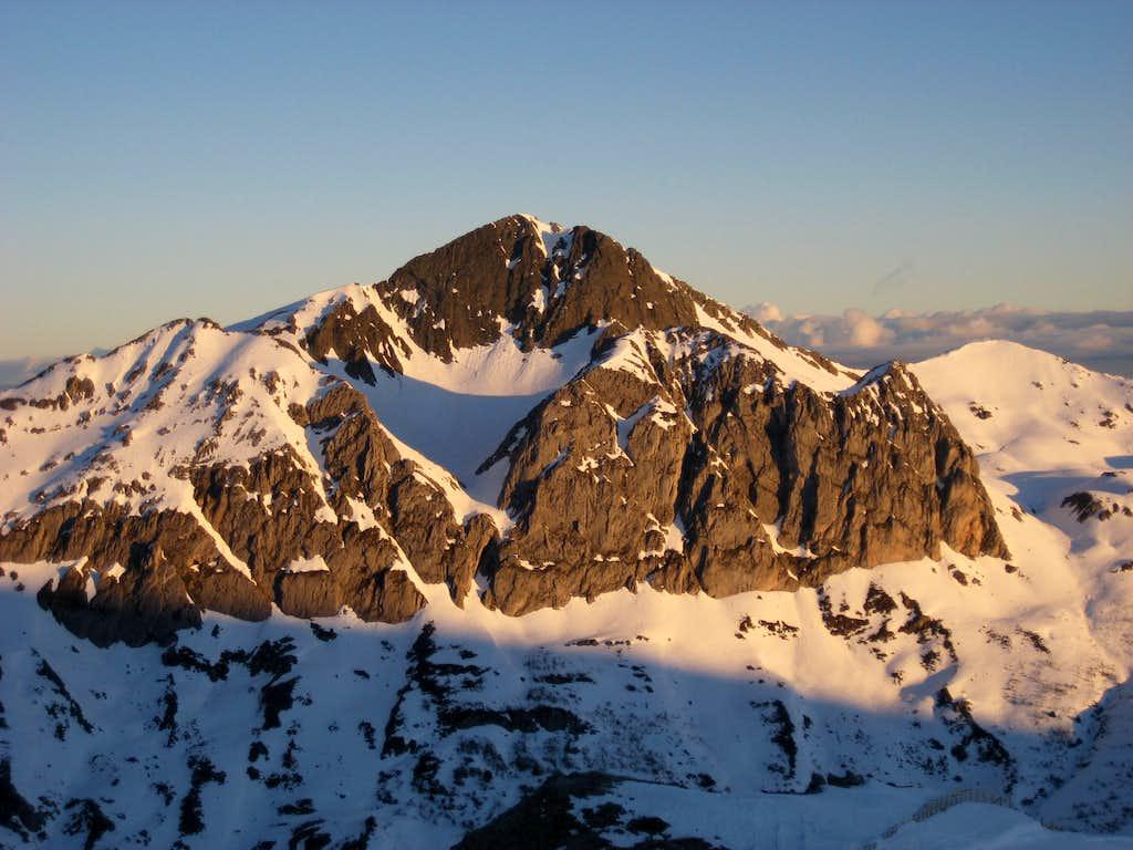 Pico Torres (2104 m)