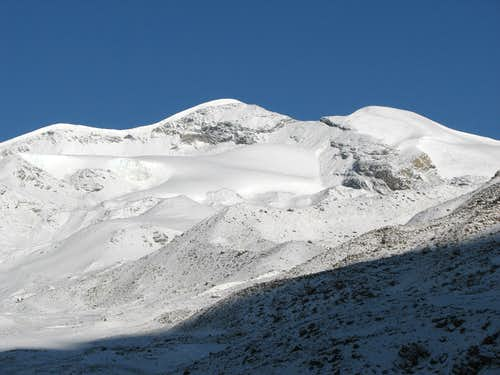 Unnamed Peak 6161m and Mt Qunyang (6121m)