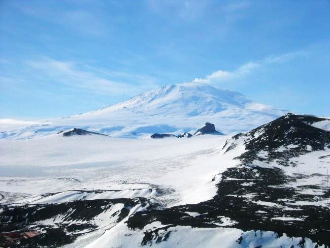 Mt. Erebus (3794 m) from the...