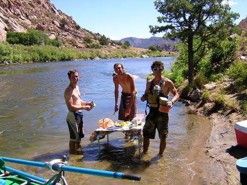 Bighorn Sheep Canyon - Lunch in the River