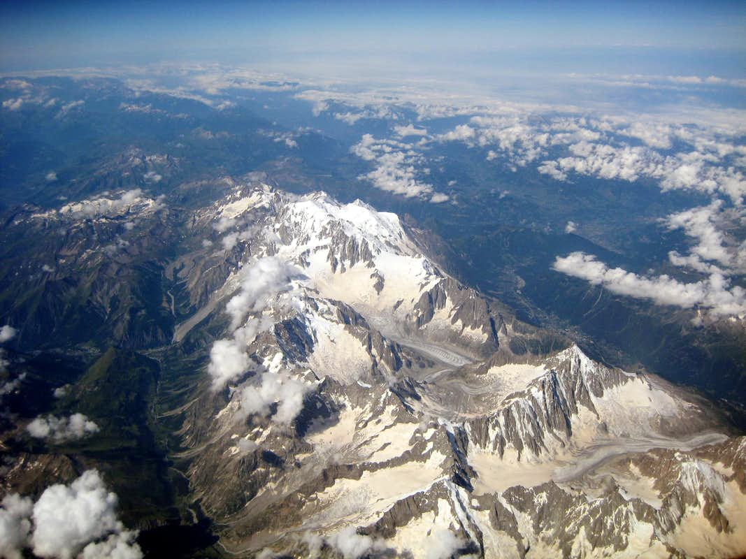 Aerial view of the Mont Blanc Group : Photos, Diagrams ...