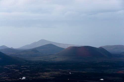 Caldera Blanca (458m), Montana de los Rodeos (445m) und Caldera Colorada (459m)