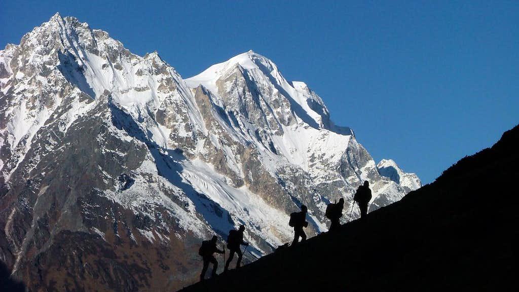 Ascending Samdopeak (5177m)