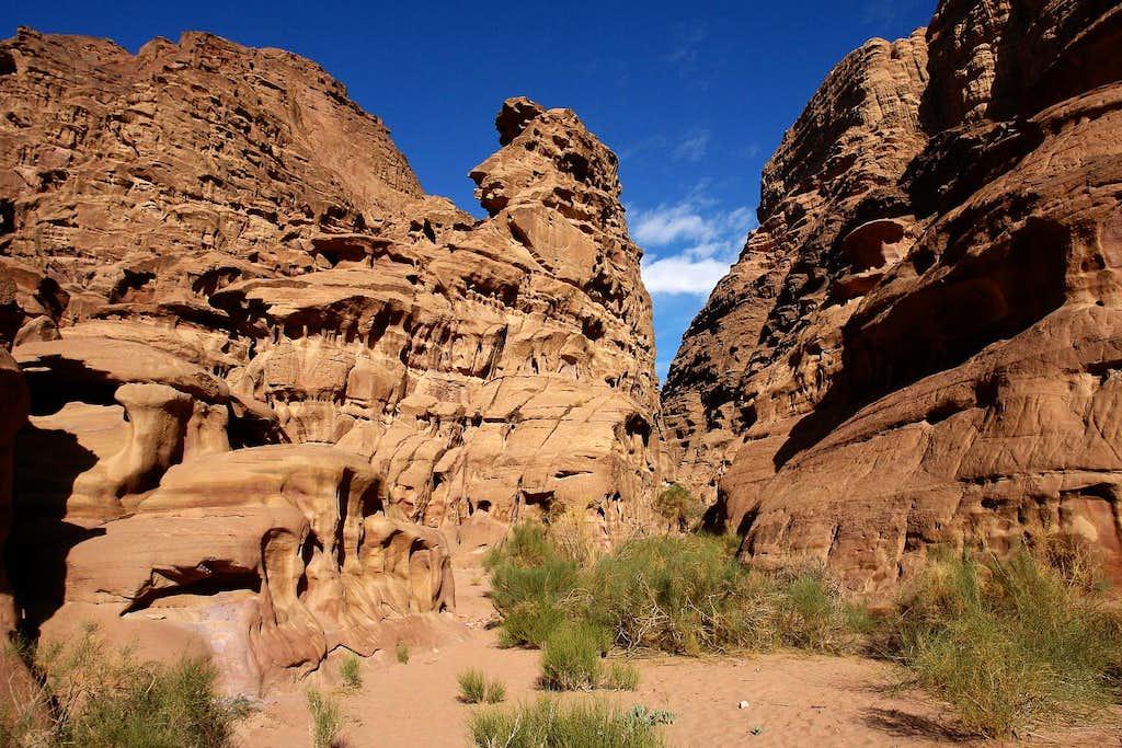 Rock formations in Rakabat canyon