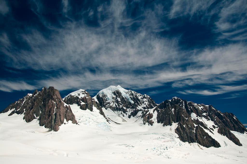 Mt Tasman flanked by Ledenfeld