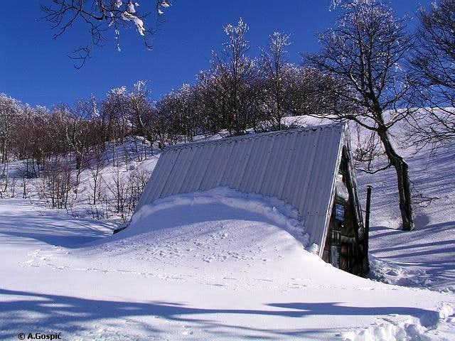 Struge refuge (1400m) is...