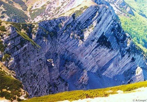 On the NW, below Vaganski Vrh...