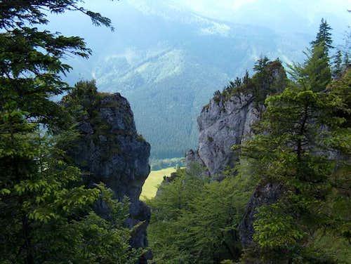 Vrátna Dolina from the rocks on Boboty, Malá Fatra