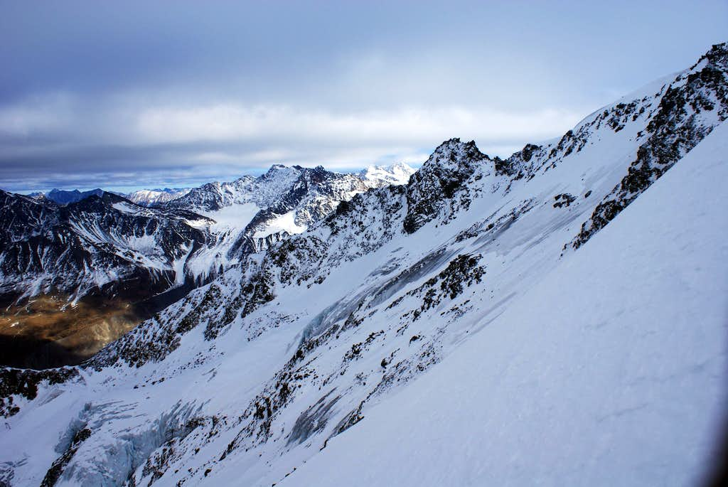 route of my skidescent (North-flank) and Wildspitze very far