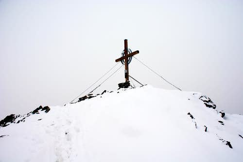 das Gipfelkreuz, but true summit is behind me.)