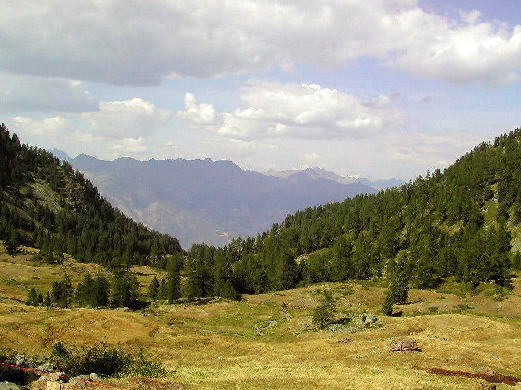 The pleasant Vallone di Comboè, at the foot of Becca di Nona <i>3142m</i>