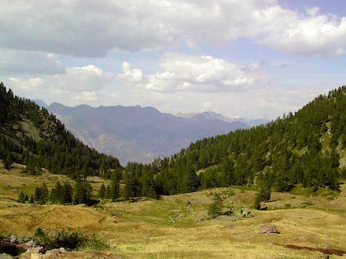 The pleasant Vallone di Comboè, at the foot of Becca di Nona <i>3142m</i>