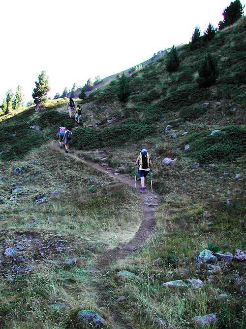 Along the lane from Chamolè Lake to Replan Pass