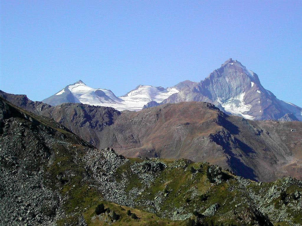 La Grivola subgroup in the background of the ridge including Piatta di Grevon <i>2756m</i>