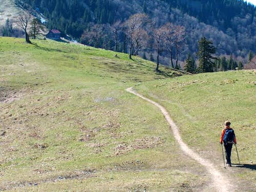 Descent from Ploská to the hut <a href=