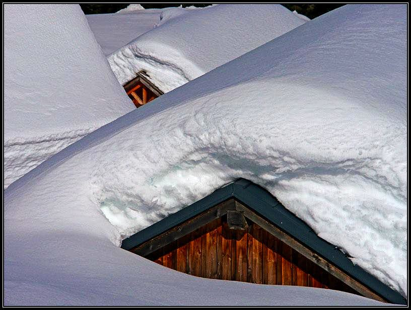 Dolinca huts in winter