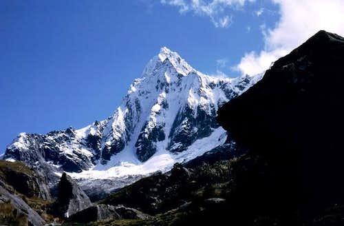Taulliraju (5.830m) South...