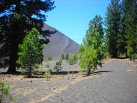 Wider view of the trail to Cinder Cone.