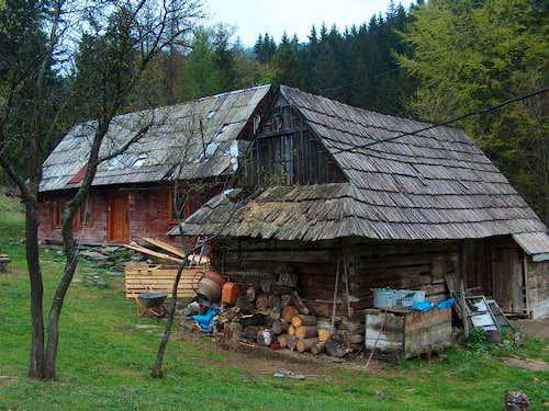 Climbing to Wielka Rycerzowa from Soblówka; here the guesthouse <a href=