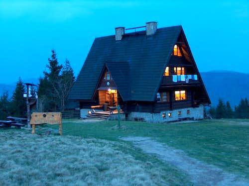 Arriving to the hut Bacówka na Rycerzowej at night.