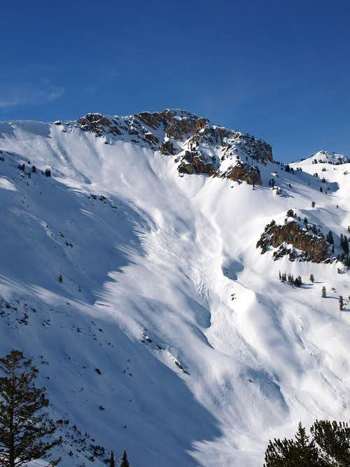 Avalanche under Willard Peak