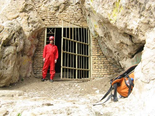 me at the cave\'s enterance
