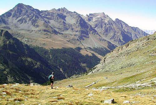 The ridge between Valsavarenche and Val di Rhemes from Vallone di Montandaynè