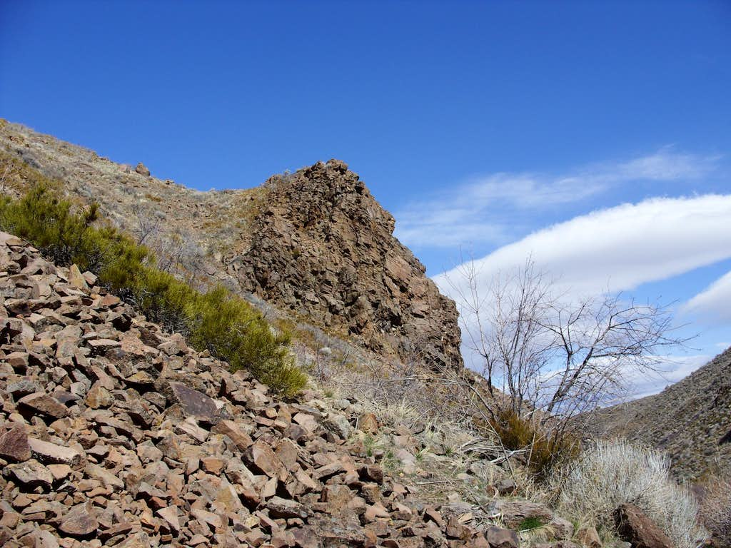 Rocky cliff early on the Hunter Creek Trail
