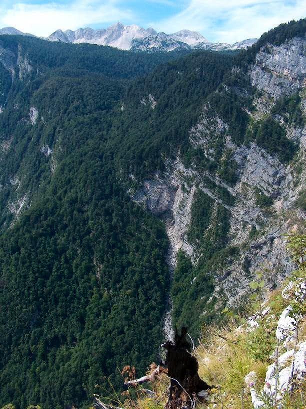 The Komarca cliffs over the Bohinj lake