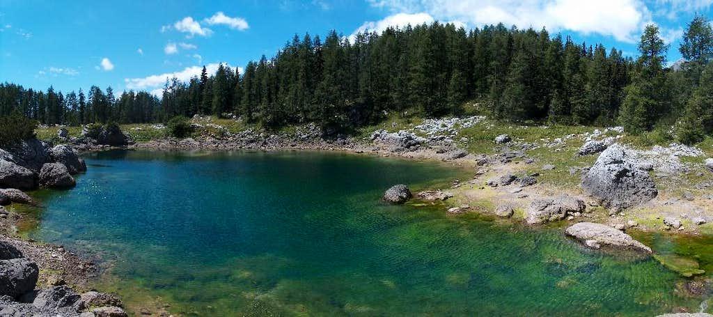 Dvojno Jezero (twin lakes) in Valley Dolina Sedmerih Jezer