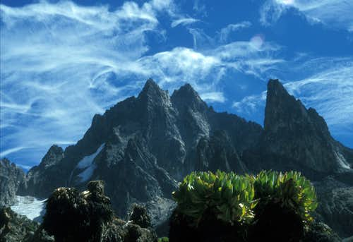 Speed Ascent: Mount Kenya´s Nelion (5189m) in 56min and Batian(5199m) in 1h17min