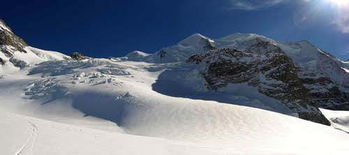 A pano from the flat part of Morteratsch glacier.