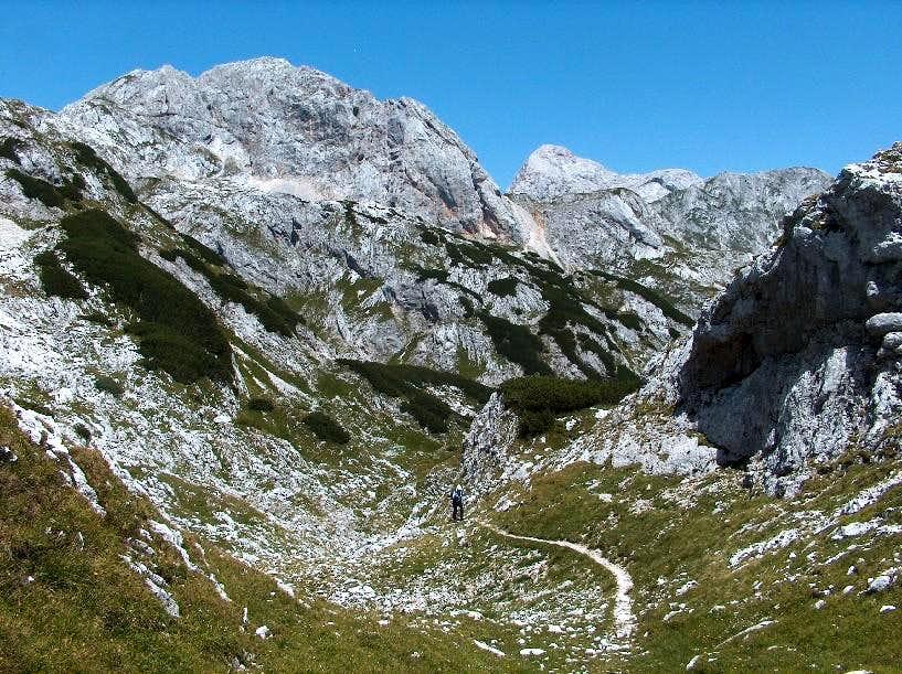 Crossing Mišeljski Preval, alone in the vicinity of the