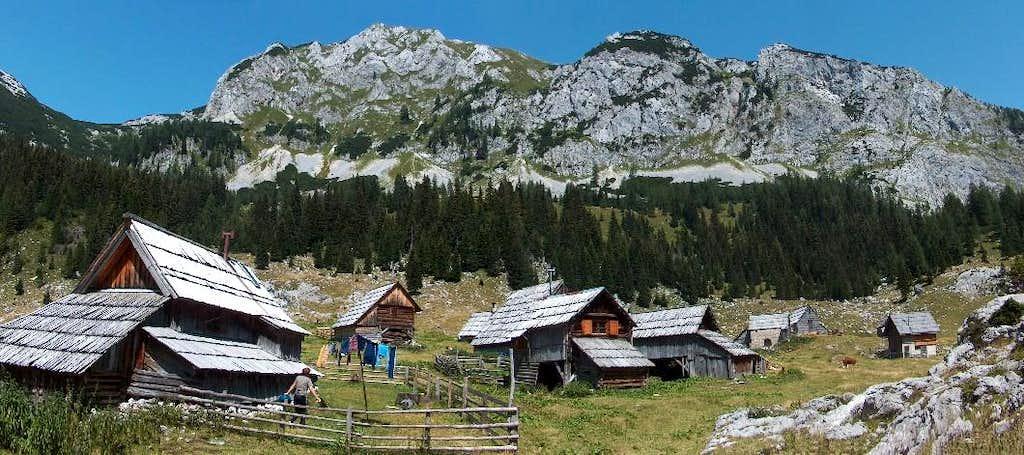 Beautiful tradionnal wooden huts in Planina v Lazu