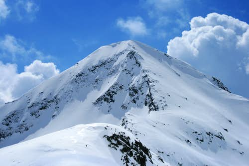 The North Ridge of Muratov (2669m)